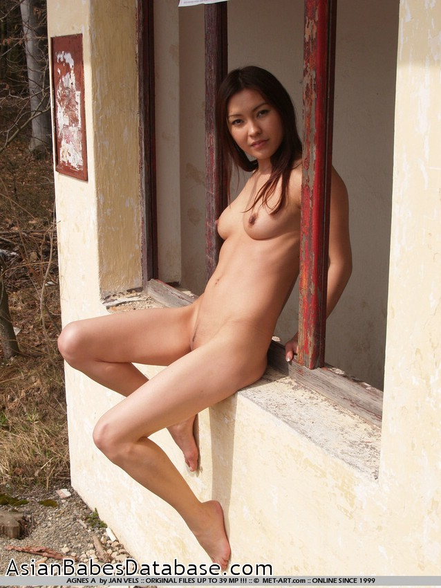 B outdoors agnes nude