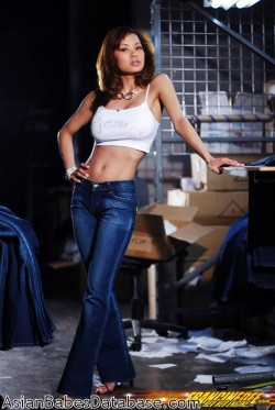 asian-girl-blue-jeans-01