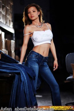 asian-girl-blue-jeans-02