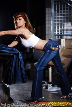 asian-girl-blue-jeans-03