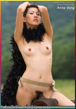 nude-asian-girl-riding-horseback-09