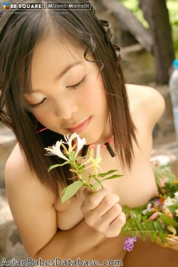 asian-girl-eating-nude-18