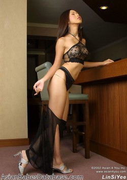 classy-asian-babe-nude-11