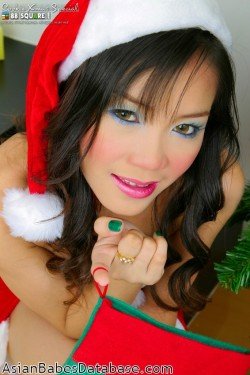 girl-christmas-stripping-06
