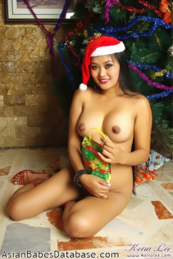 nude-girl-christmas-tree-03