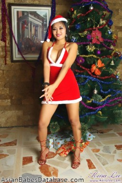 nude-girl-christmas-tree-06