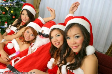 nude-girls-with-santa-05