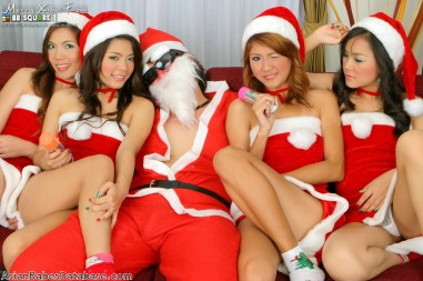 nude-girls-with-santa-06