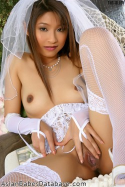 wedding-dress-strip-tease-12