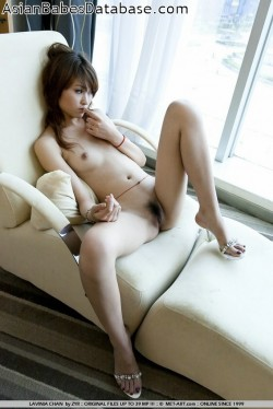 chinese-girl-long-legs-03