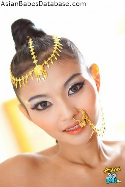 nude-girl-nose-chain-02
