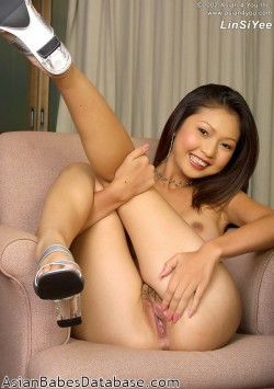 asian-hottie-stripping-02