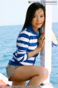 nude-asian-at-the-beach-02