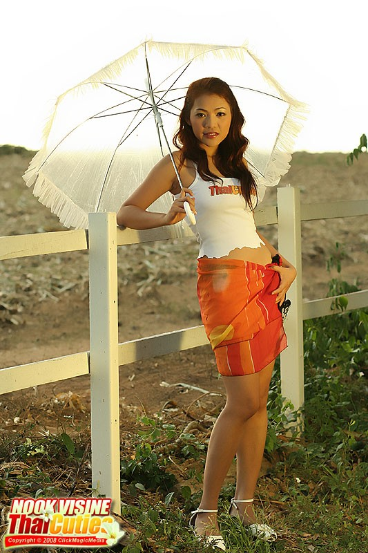 naked umbrella girl picture