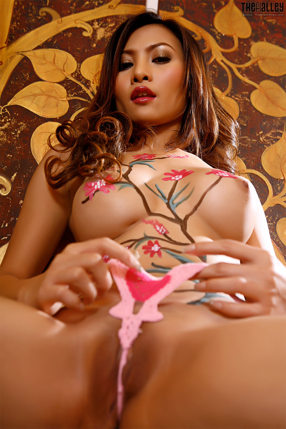 Beautiful asian hot naked woman bodypainting pics
