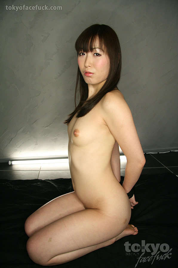 Asian kneeling nude girl